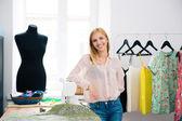 Designer standing in workshop — Stockfoto