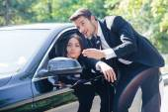 Man helping woman — Stock Photo