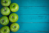 Farm fresh organic green apples on wooden retro blue table  with — Stock Photo