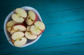 Fresh organic apples halves on wooden kitchen table with copy sp — Foto de Stock