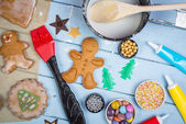 Decorating of gingerbread man Christmas cookie — Stock Photo