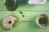 Kaffee mit donut im retro-stil — Stockfoto