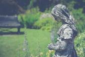Woman silhouette sculpulture in garden — Stock Photo