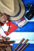 Straw hat and vintage travel set — Stock Photo