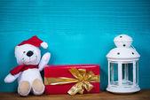 Boże Narodzenie pluszowego misia i prezent — Zdjęcie stockowe