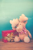 Cute Christmas reindeer with gift  in vintage style — Foto Stock