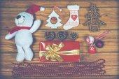 在圣诞用品在复古 st 中木背景上的顶视图 — 图库照片