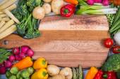 Fresh veegetables and chopping board — Stock Photo