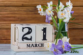 First day of spring vintage callendar and fresh flowers — Stock Photo