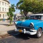 HAVANA, CUBA - JANUARY 20, 2013: Old classic American car drive — Stock Photo #62361715