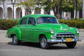 HAVANA, CUBA - JANUARY 26, 2013 Classic American car drive on st — Stock Photo