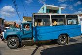HAVANA, CUBA - DECEMBER 11, 2014 Old lorry carry people on stree — Stock Photo