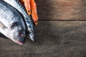 Fresh catch fish on wooden background — Foto de Stock