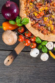 Homemade vegeterian pizza from above on wooden table — Stock Photo