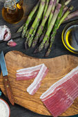 Preparation of italian simple dish, asparagus and bacon — Stock Photo
