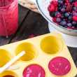 Filling ice cream moulds with homemade juice — Stock Photo #72949863