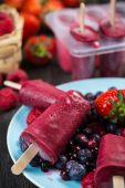 Homemade organic summer fruit ice cream — Stock Photo