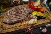 Grilled ribeye beef steak with roasted vegetables — Stock Photo