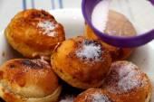 Powdering donuts — Stock Photo