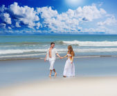 Young couple on a beach — Stock Photo