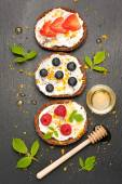 Bruschetta or toast with goat cheese, berries and honey. top view — Stock Photo