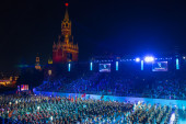 All participants and spectators on the international military music festival Spasskaya Tower — Stock Photo
