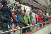 Unidentified fans during a break on hockey game — 图库照片