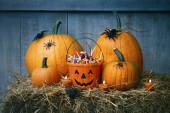 Pumpkins, spiders and Halloween candy — Stock Photo