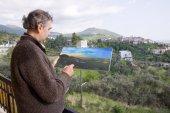 Man paints a picture — Stock Photo