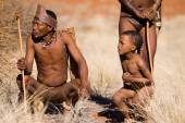 San people in native settlement — Foto Stock