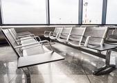Nové lavičky na letišti — Stock fotografie