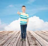 Kleine jongen in casual kleding — Stockfoto