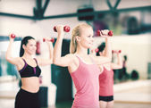 Group of smiling women working out with dumbbells — Foto Stock