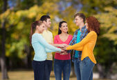 Group of smiling teenagers over green park — Stock Photo