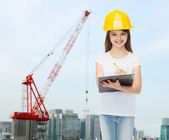 Smiling little girl in hardhat with clipboard — Stok fotoğraf