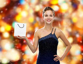 Smiling woman with white blank shopping bag — Foto de Stock