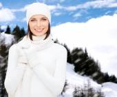 Woman in hat, muffler and gloves — Stock Photo