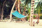 Hammock on tropical beach — Stock Photo