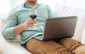 Close up of man with laptop and wine glass — Foto Stock