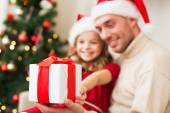 Close up of father and daughter with gift box — Stock Photo