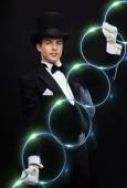Magician showing trick with linking rings — Stock Photo