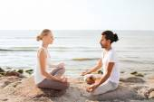 Smiling couple making yoga exercises outdoors — 图库照片