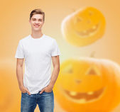 Smiling young man in blank white t-shirt — Stock Photo