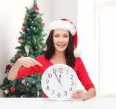Smiling woman in santa helper hat with clock — Stok fotoğraf