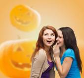 Smiling teenage girls in casual clothes — Stock Photo