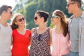 group of smiling friends in city — Stockfoto