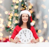 Smiling woman in santa helper hat with clock — Photo