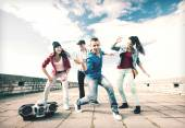 Skupina teenagerů, tanec — Stock fotografie