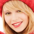 Close up of smiling young woman in winter clothes — Stock Photo