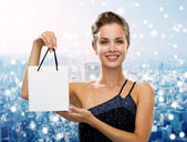 Smiling woman with white blank shopping bag — Stock Photo